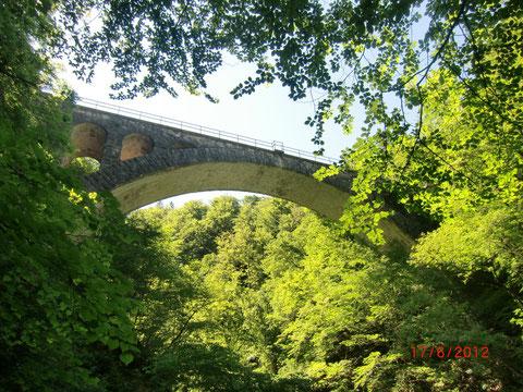 Historische Eisenbahnbrücke der Wocheinerbahn über die Rotweinklamm
