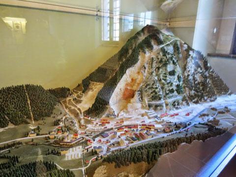 Modell des in der Österreichisch-Ungarischen Monarchie berühmten und wichtigen Bergwerksortes Raibl im Palazzo Veneziano