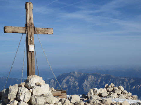 Gipfel des Mangart (2.679m) am 27.10.2013 (im Hintergrund der Dobratsch 2.166m)