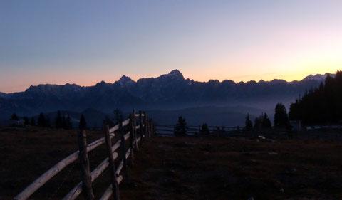 Blick zu den Julischen Alpen mit Jalovec und Mangart