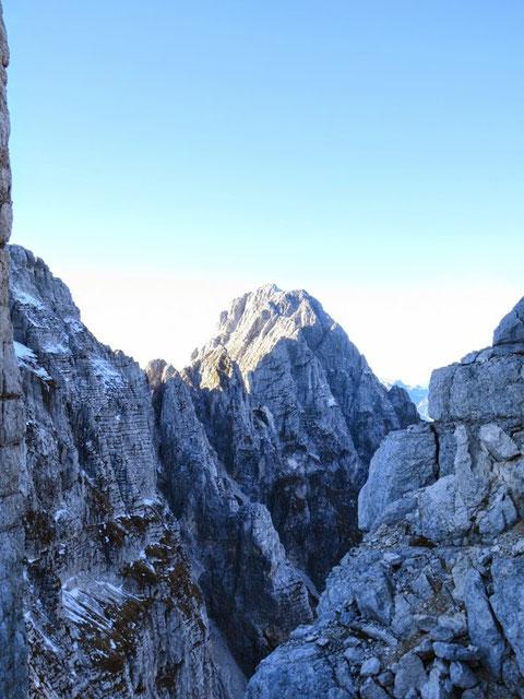 Spektakulärer Blick von der Forca del Val zum Montasch am späten Nachmittag