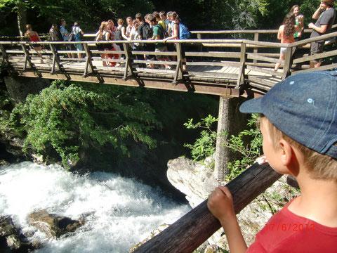 Brücke über den Wasserfall am Ende der Vintgarklamm