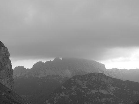 Dunkle Wolken über dem Trogkofel