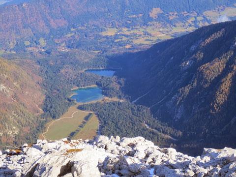 Die idyllisch gelegenen Weissenfelser Seen vom Mangart aus gesehen
