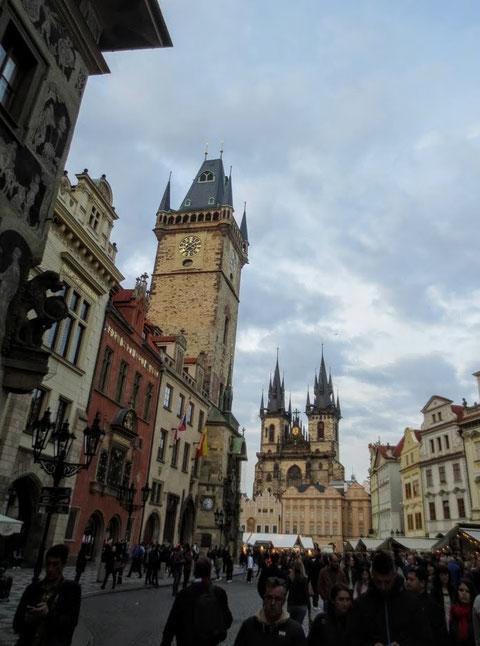 Altstädter Ring mit Blick auf das Altstädter Rathaus und die Teynkirche