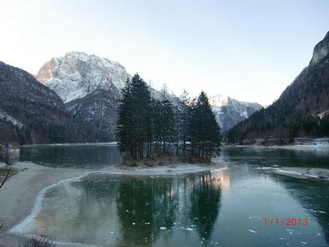 Der Raibler See (Lago del Predil) im Winter