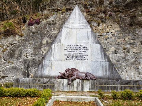 Hensel Denkmal Malborgeth, Löwe, Aspern