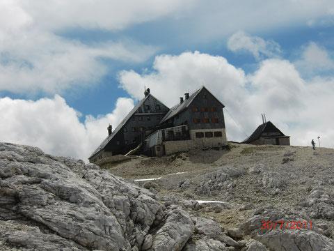 Das Triglav-Haus (Triglavski dom) auf der Kredarica 2.515m - die höchstgelegene und bekannteste Schutzhütte Sloweniens