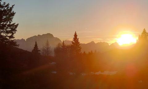 Der Montasch bei Sonnenunergang vom Dobratsch aus gesehen