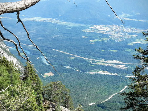 Blick ins Gailtal mit Gail, Südautobahn und Arnoldstein