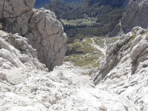 Blick vom Wischberg hinunter auf die Corsi Hütte