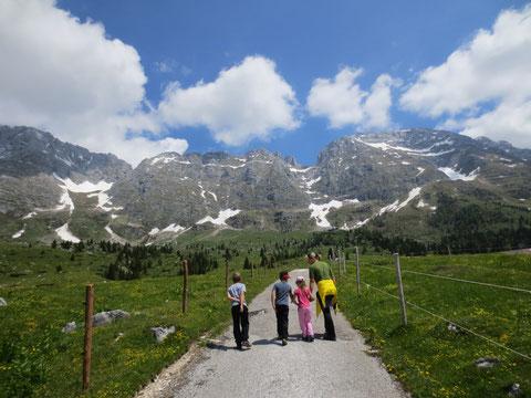 Im Hintergrund der beliebte Aussichtsberg Cima di Terrarossa mit 2.420m