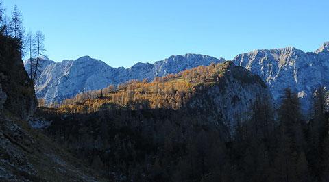 Unser heutiges Ziel die Slemenova špica (1.909m) in der herbstlichen Nachmittagssonne