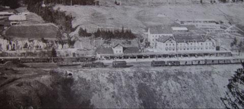 Der festlich geschmückte Bahnhof in Tarvis anläßlich des Besuches von Kaiser Franz Josef am 9. Mai 1909