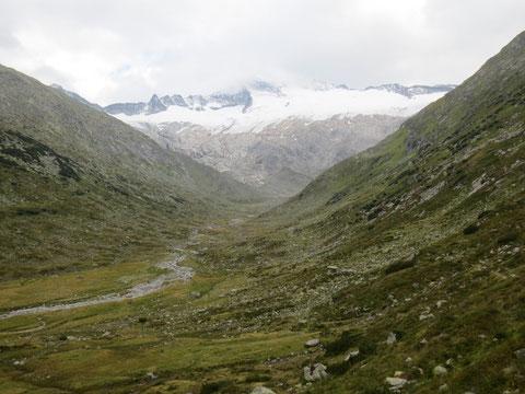 Wunderbarer Blick durch das Großelendtal zu den Gletschern der Hochalmspitze
