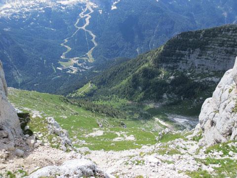 Blick hinunter zum Ausgangspunkt, der Alm Casere Cregnedul di Sopra