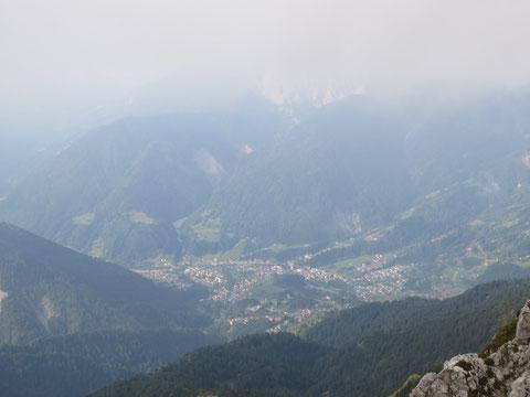 Die malerisch gelegene, alte Siedlung Paulao (ca. 2600 Einw.) - Hauptort des Incarojo - Tales (Val d'Incarojo)  in Norditalien