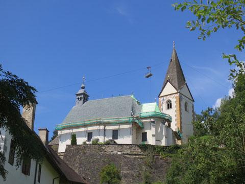 Das Kirchendach der Kirche in Kraig wird erneuert