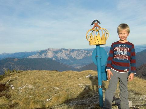 Auf dem Gipfel des Königsberges - im Hintergrund der Dobratsch