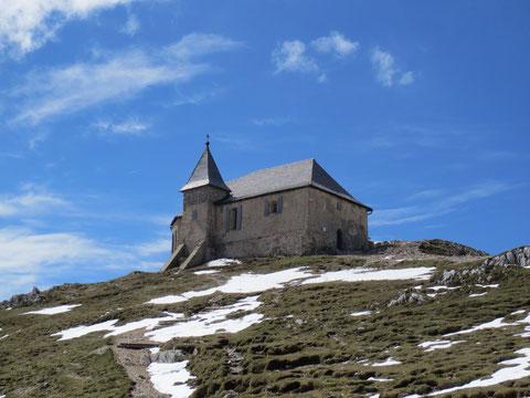 """Die 2.159m hoch gelegene """"Deutsche Kirche"""" oder """"Maria am heiligen Stein"""" war vor Jahrhunderten die meistbesuchte Wallfahrtskirche Kärntens"""