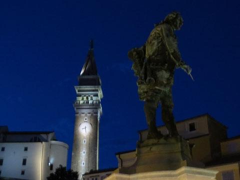 """Das """"Tartini-Denkmal"""" - 1896 zu Ehren des in Piran geborenen Geigenvirtuosen und Komponisten Giuseppe Tartini (1692 - 1770) errichtet"""