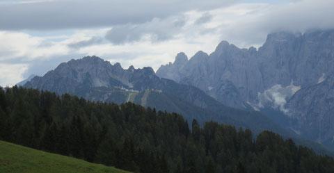 Wunderbare Ausicht auf den Luschariberg mit Steinernem Jäger und Wischberggruppe