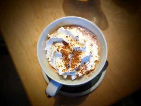 Zum Aufwärmen gibt´s erst einmal köstlichen Kakao mit Rum