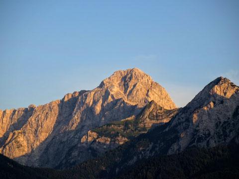 Zum Abschluß der wunderbaren Tour noch ein herrlicher Blick auf den von den letzten Sonnenstrahlen beleuchteten Mangart