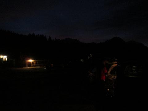 Kurz vor 6 Uhr Früh am Lanzenpass, der Senner ist schon bei der Arbeit