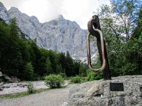 Triglav, Julische Alpen, Denkmal, Karabiner, Felswand
