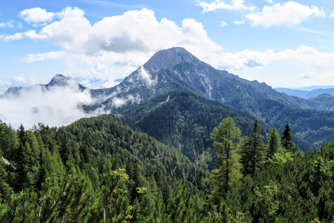 Herrlicher Blick auf den Mittagskogel (2.145m), dem bekanntesten und schönsten Berg der Karawanken