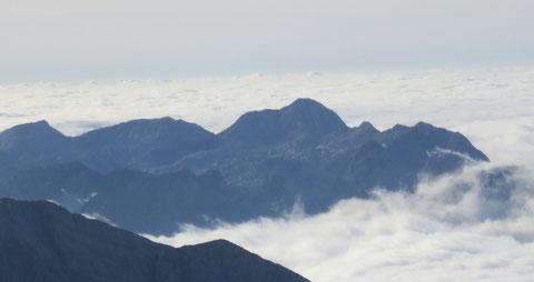 Blick zum südlichsten Gipfel der Julischen Alpen, der im 1. Weltkrieg berühmt gewordene Krn (Monte Nero) 2.245m