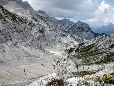 Im Winter 2009/10 wurde die Prevala-Luftseilbahn eröffnet und damit der länderübergreifende Zusammenschluss der Skigebiete Sella Nevea (Italien) und Bovec (Slowenien) realisiert.