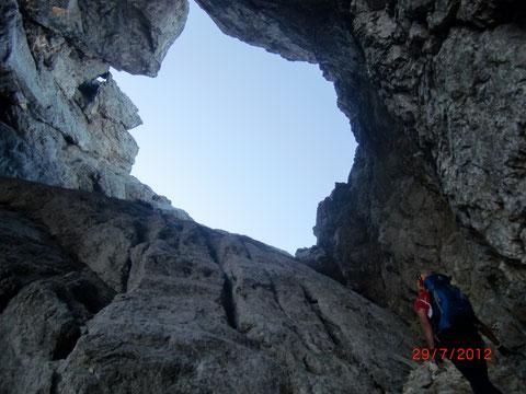 Prisank 2.547m - durch das spektakuläre Felsenfenster