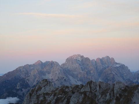 Jetzt stehen sie erhobenen Hauptes da, die mächtigen Bergriesen Wischberg und Montasch