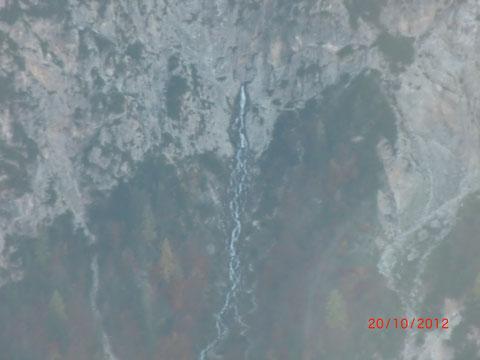 Der eigentliche Ursprung der Wurzener Save (Save Dolinka) - der aus einer Felswand der Ponza entspringende Nadiža-Wasserfall im Tamar-Tal...