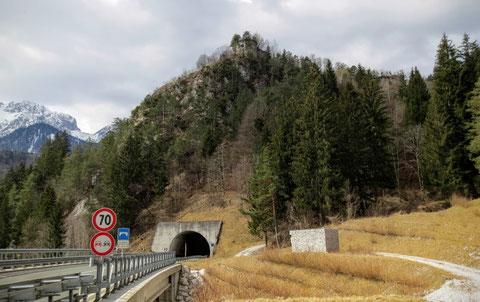 Die Ruinen der legendären Befestigungsanlage FORT HENSEL, oberhalb der SS13, die 1809 im Kampf gegen Napoleons Truppen und im zweiten Weltkrieg in die österreichische Geschichte eingegangen ist