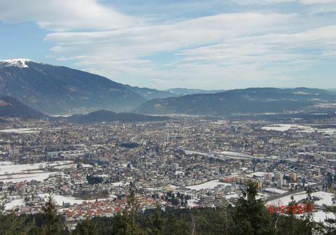Blick vom 2. Dobratschparkplatz auf die Stadt Villach