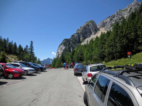 Auf der Passhöhe angelangt wie immer an Wochenenden und in der Ferienzeit viel Betrieb...