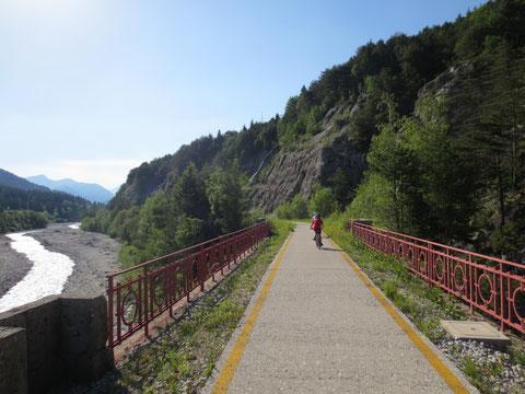 Über die historische Eisenbahnbrücke bei Lussnitz