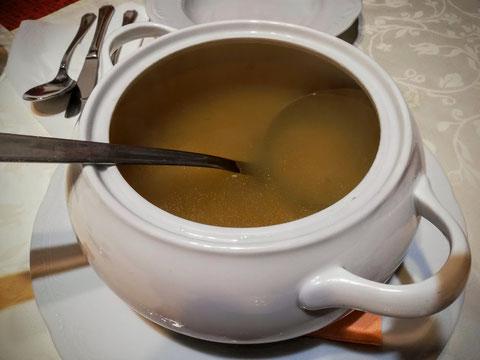 Rindsuppe aus dem Suppentopf wie zu Oma´s Zeiten