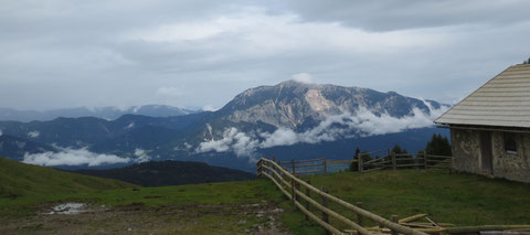 Blick auf die Kärnter Seite zum Dobratsch (Villacher Alpe)