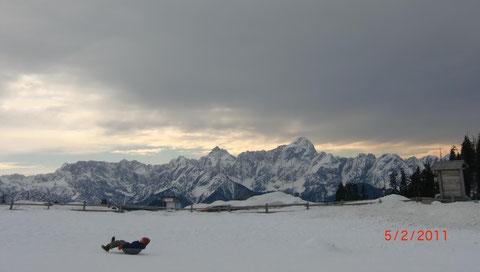 Die Julischen Alpen mit Jalovec und Mangart schauen herüber