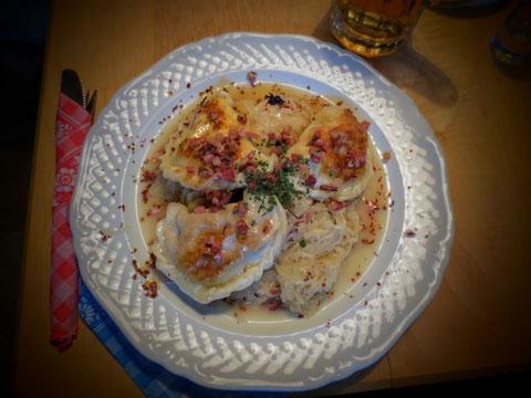 Dann einen schmackhaften Nudelteller mit Sauerkraut und Speckwürfeln - in einem Haubenlokal könnte es nicht besser schmecken....einfach perfekt!