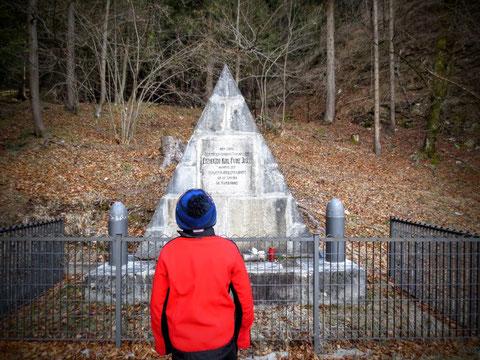 Das Kaiser Karl-Denkmal kurz vor Uggowitz (Ugovizza) - Kaiser Karl besuchte das Kanaltal insgesamt 3 mal - das erste mal als Erzherzog, dann als Kaiser von Österreich -Ungarn