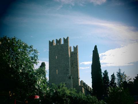 Die hervorragend erhaltene Stadtmauer aus dem 15. Jahrhundert