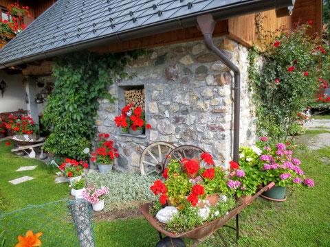Blühender Garten in Untertarvis