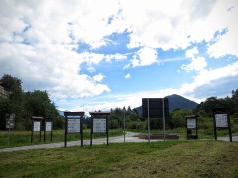 Internationaler Kreuzungspunkt der Radwege - beim ehemaligen Bahnhof in Tarvis geht es in 3 Länder (Österreich, Italien, Slowenien)