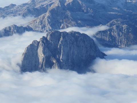 Der Gipfelaufbau des Raibler Seekopf (Cima del Lago) 2.125m vom Mangart aus gesehen