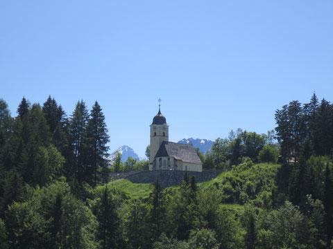 Die idyllisch gelegene Kirche von Coccau